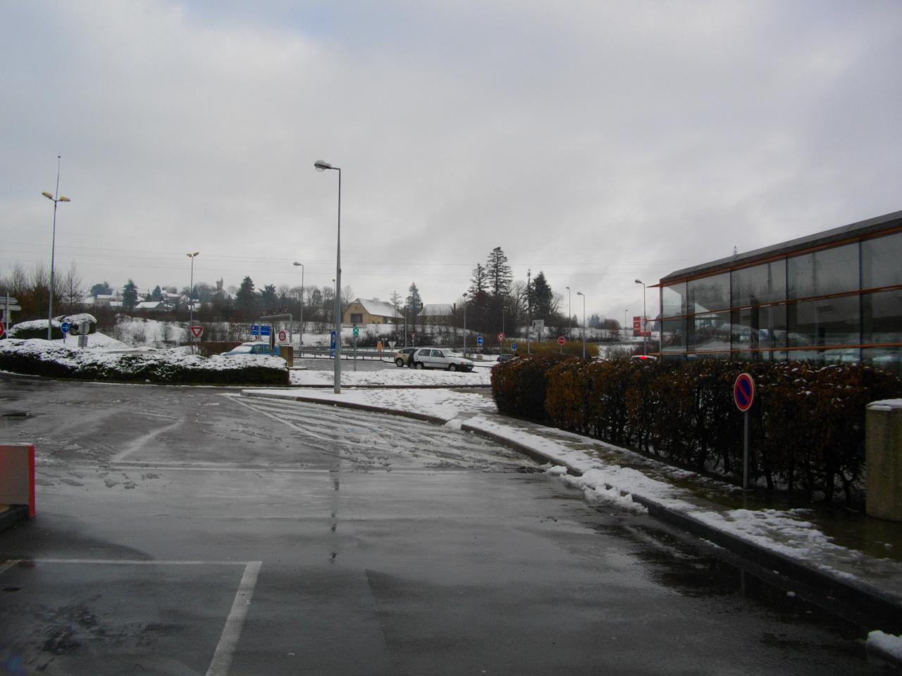 La station a etait salé plus de neige au sol.